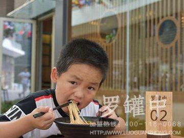 罗罐中米粉店图片真实吗 门店生意是真的好吗
